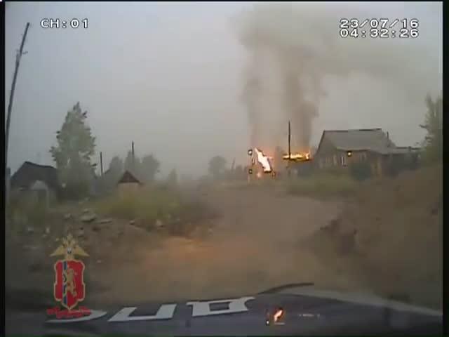 Сотрудники ДПС спасли семью от пожара