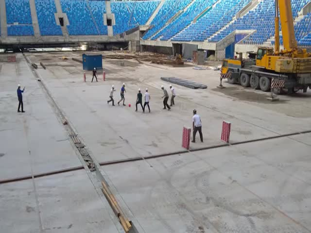 Строители провели первый матч на стадионе «Зенит-Арена»