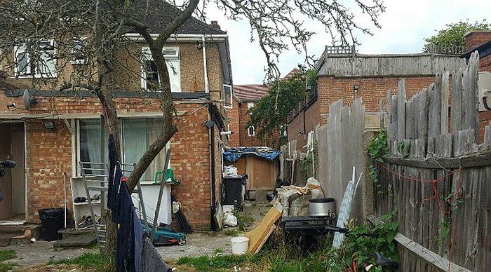 Общежитие для мигрантов в обычном доме (7 фото)