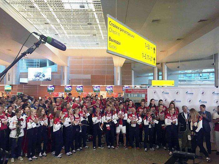 В аэропорту Шереметьево состоялись проводы олимпийской сборной России (6 фото)