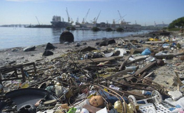 Загрязненная вода Рио-де-Жанейро (10 фото)