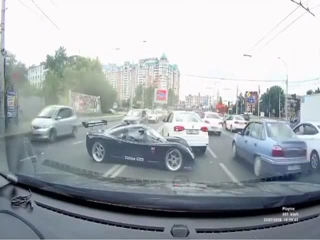 В Краснодаре суперкар Ultima GTR попал в аварию