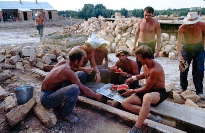 Летний досуг советской молодежи в конце 1960-х (26 фото)