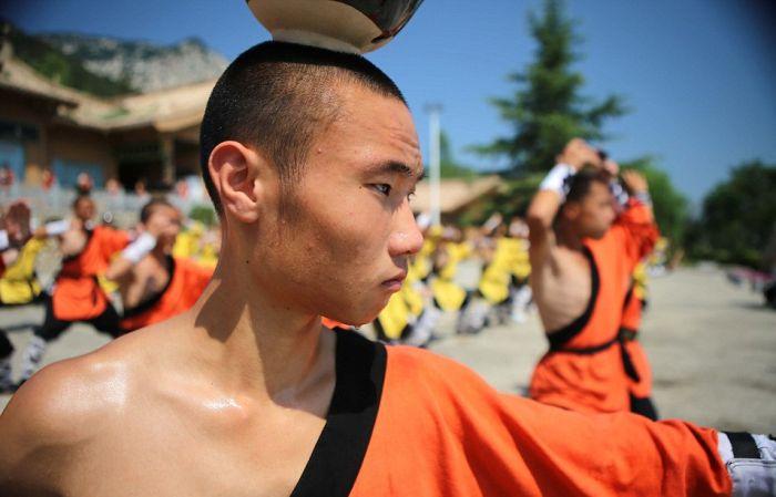 Тренировка юных монахов монастыря Шаолинь (11 фото)
