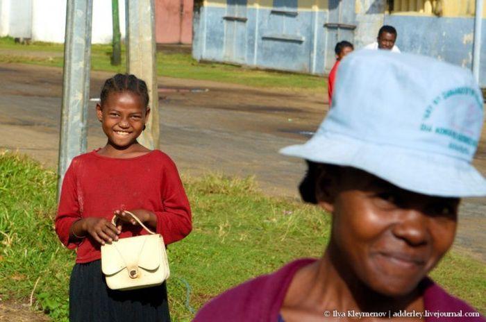 Африканская девочка, живущая в холодильнике (49 фото)