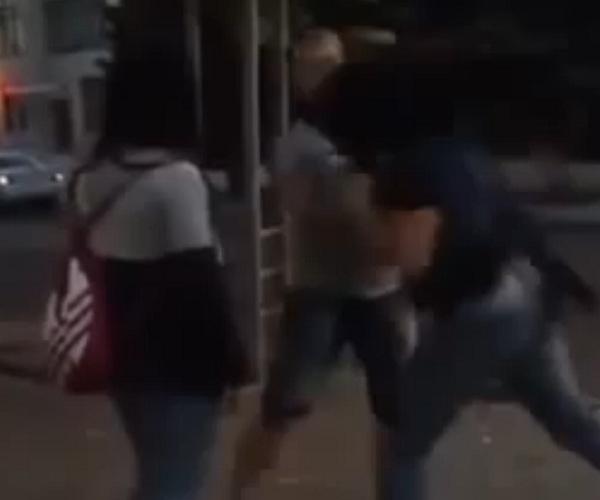 Девушка жестко нокаутировала парня