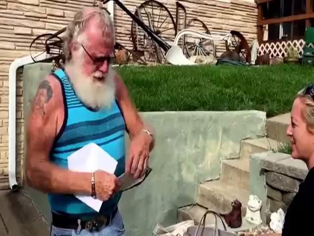 Пожилой мужчина узнал, что скоро станет дедушкой