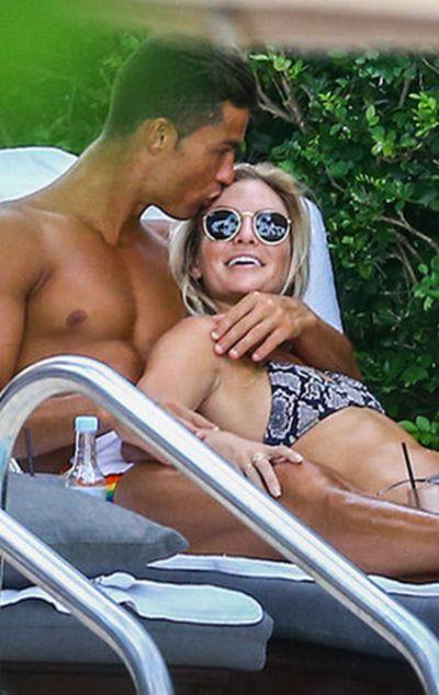 Криштиану Роналду на отдыхе с фитнес-моделью Кассандрой Дэвис (10 фото)