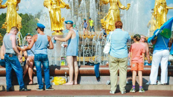 Московские десантники отмечают День ВДВ (22 фото)