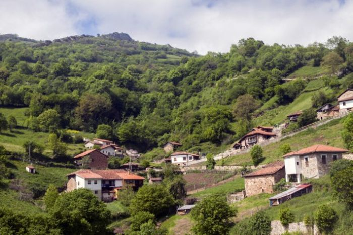 Города и деревни, которые платят людям за проживание на своей территории (7 фото)