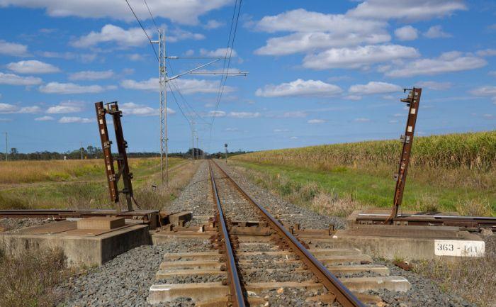 Разводной мост на железнодорожном перекрестке в Австралии (3 фото + видео)
