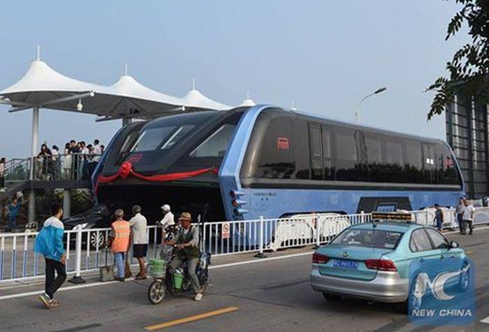 В Китае протестировали прототип «автобуса будущего» TEB (5 фото)