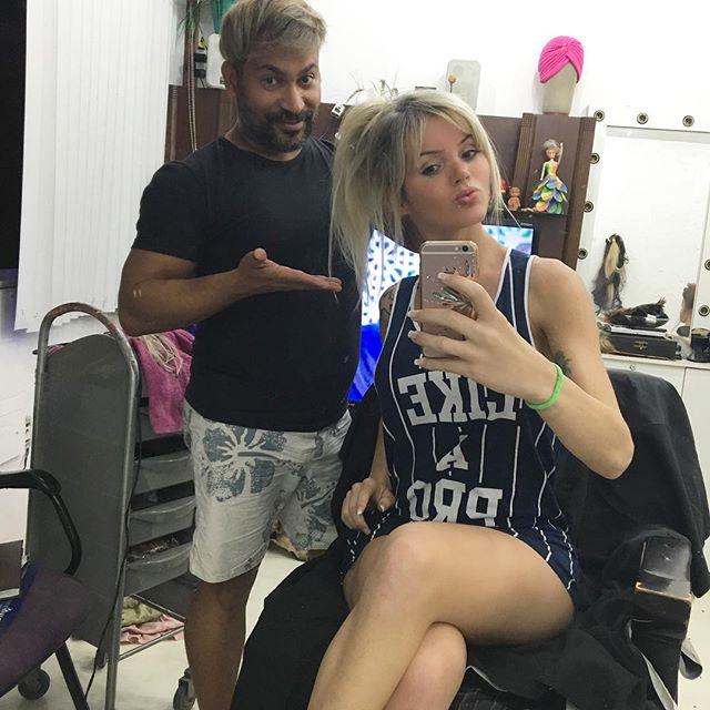 Талита Зампиролли - эффектная фигуристая блондинка, рожденная мужчиной (22 фото)