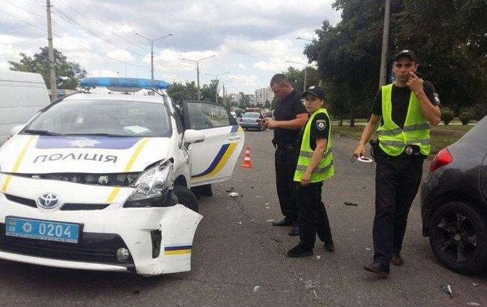 Патрульная полиция Киева за год разбила 150 автомобилей Toyota Prius (8 фото)