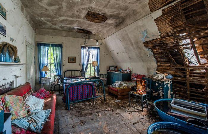 Капсула времени в заброшенном гостевом доме (10 фото)