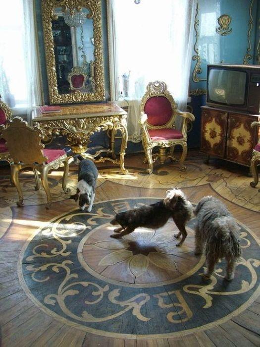Настоящий дворец в деревенском доме (11 фото)