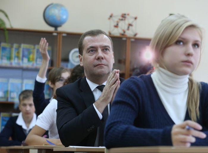 Нестандартные и незаконные способы дополнительного заработка наших учителей (7 фото)