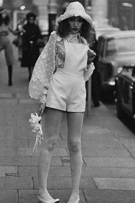 Сексуальные наряды девушек из 70-х (24 фото)