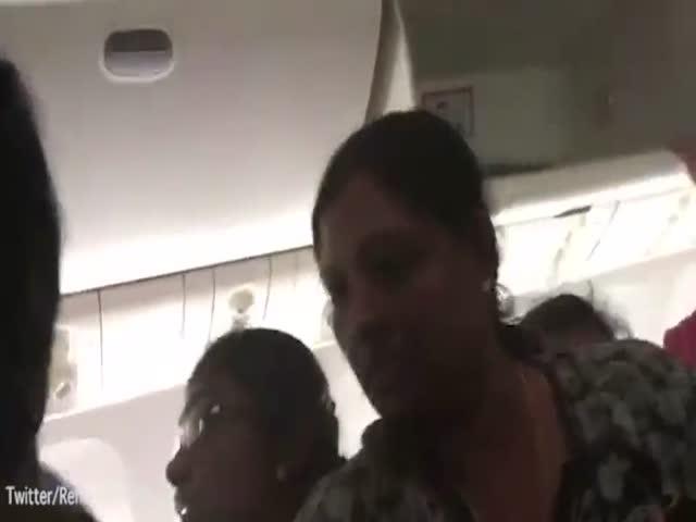В салоне горящего самолета в Дубае