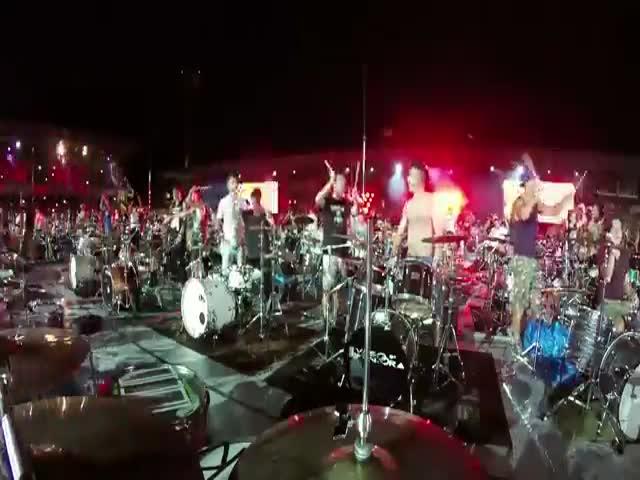 1000 музыкантов исполнили композицию Seven Nation Army