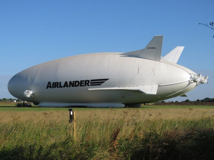 Дирижабль Airlander впервые вышел из ангара (3 фото)