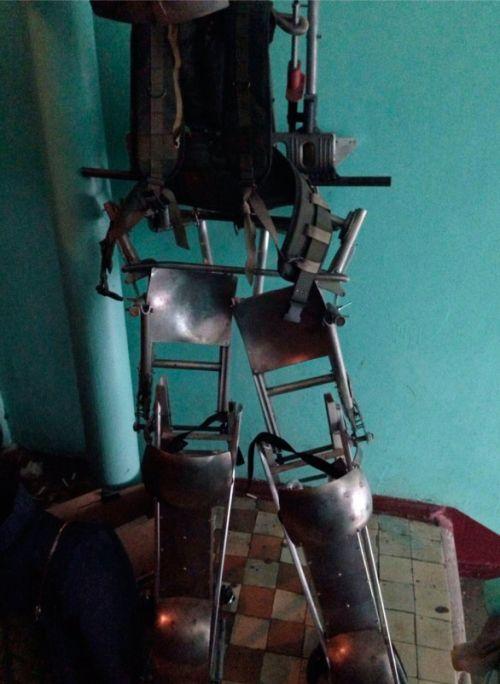 Ветеран СОБРа создал экзоскелет для борьбы с коллекторами (2 фото)