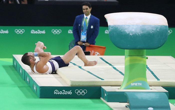 Французский гимнаст получил двойной перелом ноги на Олимпиаде в Рио-де-Жанейро (7 фото + видео)