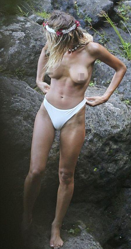 Джастин Биббер полностью разделся, купаясь со своей новой девушкой (14 фото)