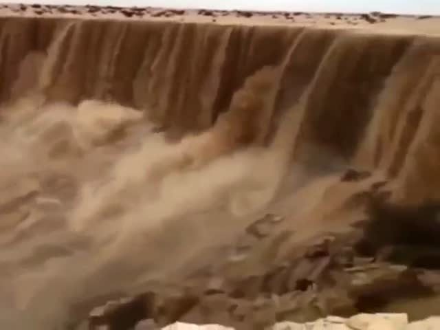 Водопад из песка
