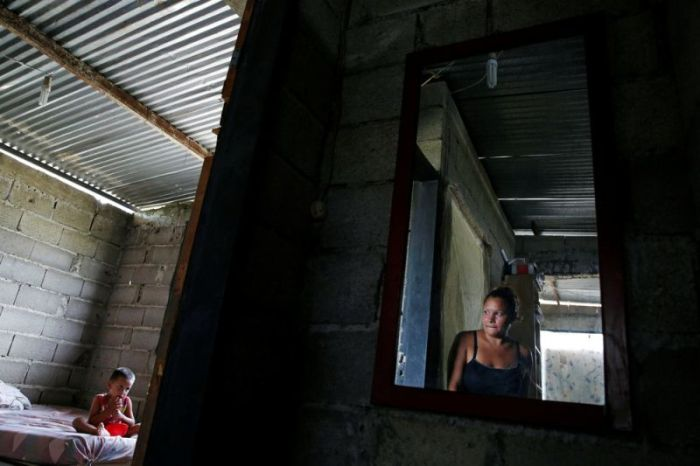 В Венесуэле женщины массово идут на стерилизацию (14 фото)