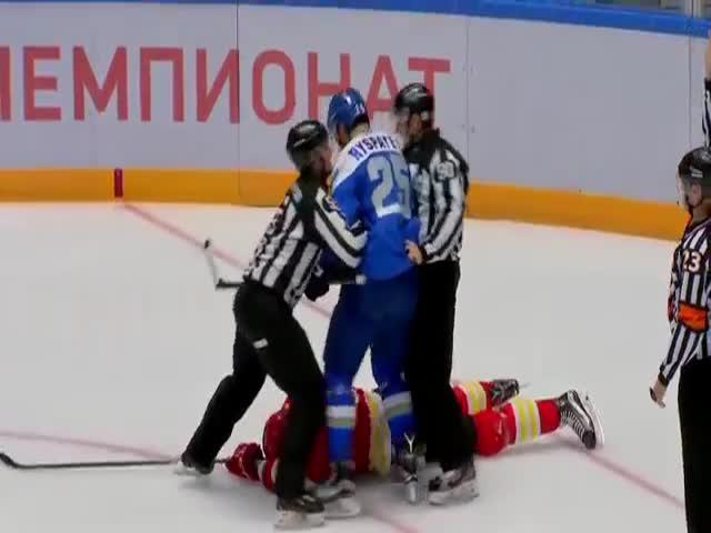 Драка на хоккейном матче «Барыс» - «Куньлунь Ред Стар»