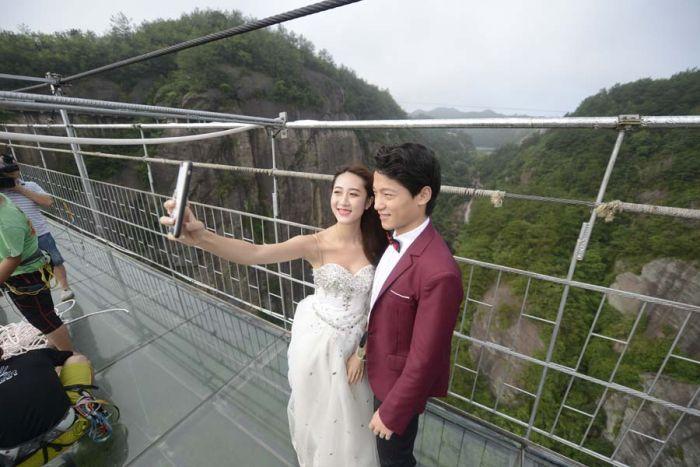 Экстремальная свадебная фотосессия (8 фото)