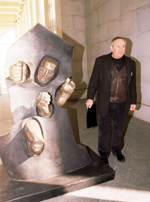 Ушел из жизни советский скульптор Эрнст Неизвестный (12 фото)