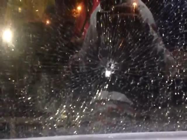 В Рио-де-Жанейро совершено нападение на автобус с журналистами