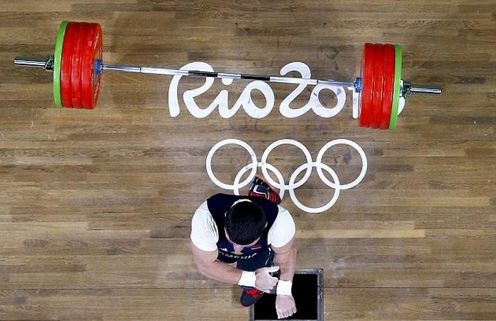 Армянский тяжелоатлет Андраник Карапетян сломал руку на Олимпиаде в Рио (10 фото + видео)