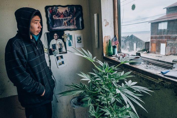 Будни жителей деревни Шишмарёва на Аляске (10 фото)