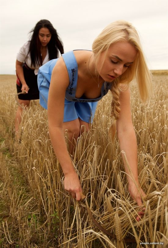 Полевая фотосессия белорусских красавиц (29 фото)