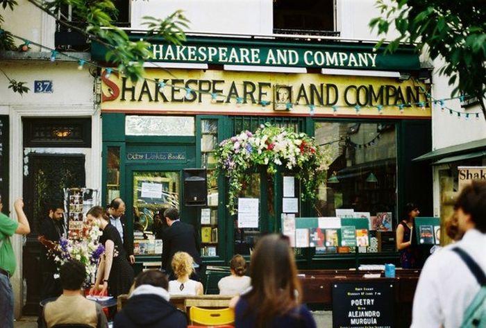 Парижский книжный магазин, в котором можно остаться жить (6 фото)