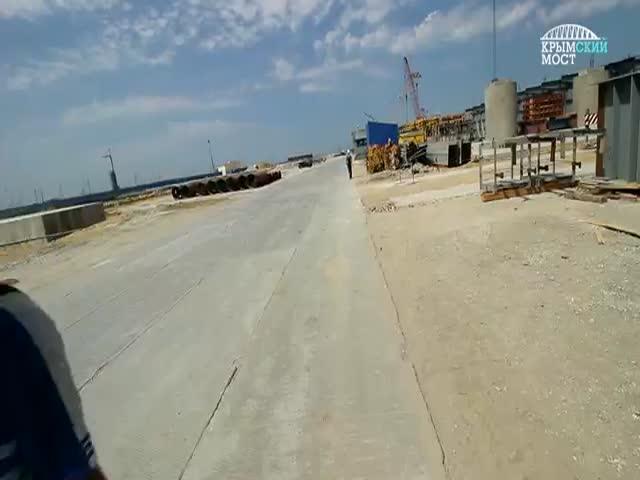 «Я забиваю» - гимн строителей Крымского моста