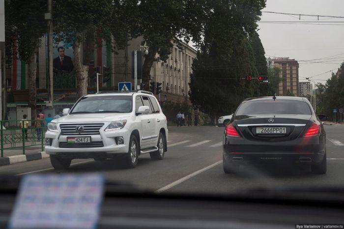 Дорогие машины на дорогах Таджикистана (11 фото)