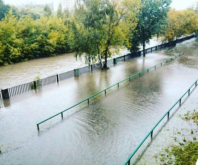 В Москве потоп из-за обильных дождей (27 фото + видео)