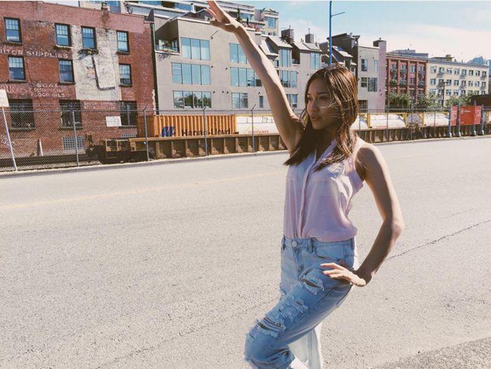 Стримерша «забыла» выключить камеру и предалась самоудовлетворению (9 фото + видео)