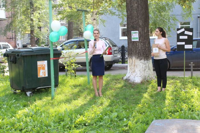 В Новокузнецке отпраздновали появление нового мусорного бака (3 фото)