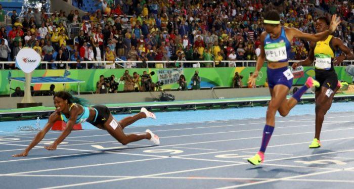 Багамская бегунья Шона Миллер выиграла золотую медаль благодаря прыжку у финишной линии (3 фото + видео)
