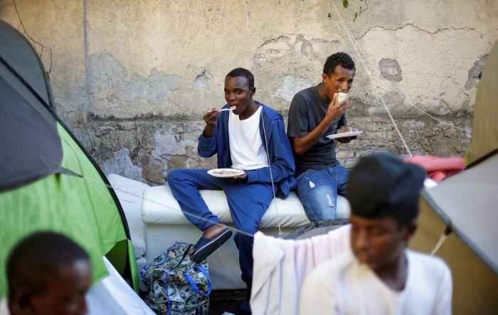Жизнь африканских мигрантов в Риме (27 фото)