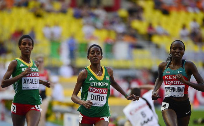 На Олимпиаде в Рио бегунья из Эфиопии пробежала 1,5 км в одном кроссовке (9 фото)
