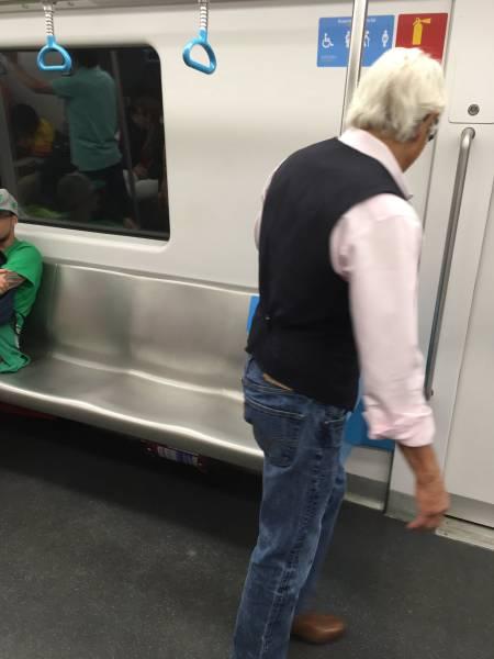 Пожилой мужчина оказался в отличной форме (3 фото)