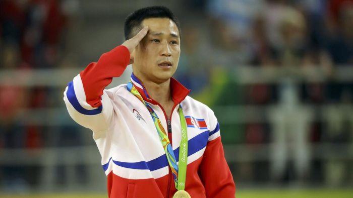 Северокореец Ли Сегван оказался самым грустным олимпийским чемпионом (4 фото)