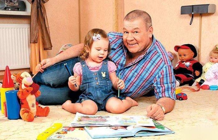 Знаменитые отцы и их дочери (25 фото)