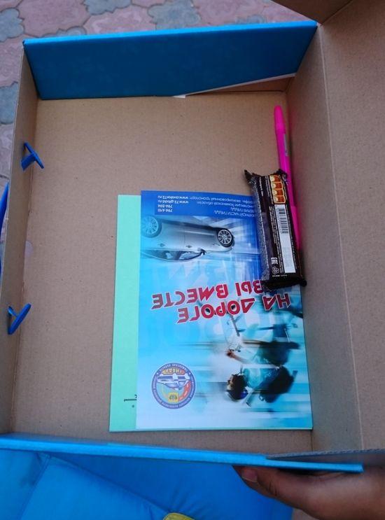 Подарок первоклассникам от городской администрации (2 фото)